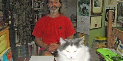 Richard Gingras et le chat de la librairie